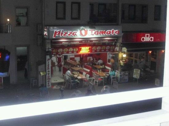 Club Kocer Apartments: Opposite our hotel room, would also recommend pizza tomato.
