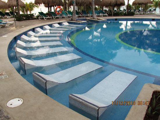 Hotel Riu Yucatan: Pool Chairs