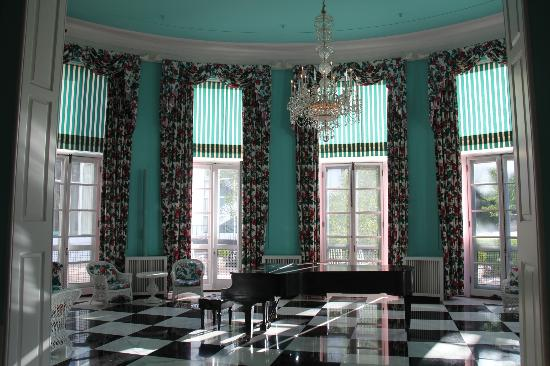 The Greenbrier: Decor