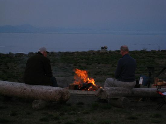 Salmon Point Resort RV Park & Marina: Beachfires