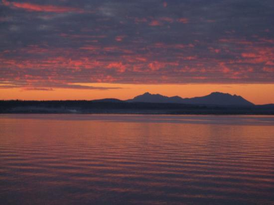 Salmon Point Resort RV Park & Marina: Sunset on the strait