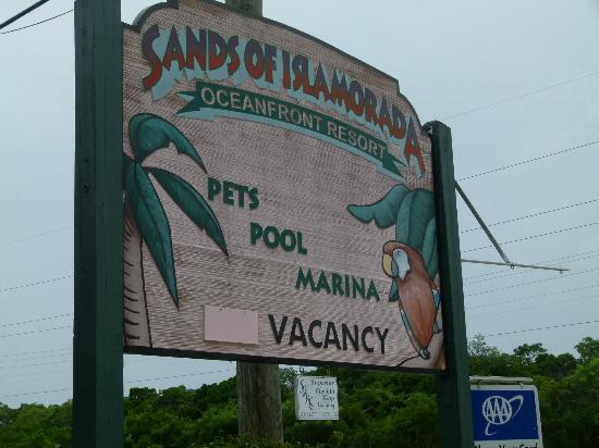 Sands of Islamorada Hotel: Front desk sign