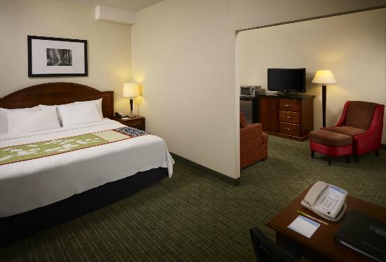 Fairfield Inn Toronto Oakville: Extended King Bedroom