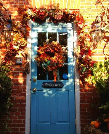 ‪‪Scarborough Fair Bed & Breakfast‬: Autumnal Entrance‬