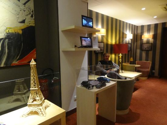 Hotel Exposition Tour Eiffel: El estar..