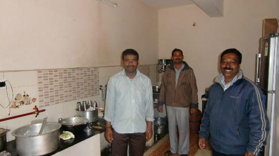 Pinewood Guest House : The friendly crew