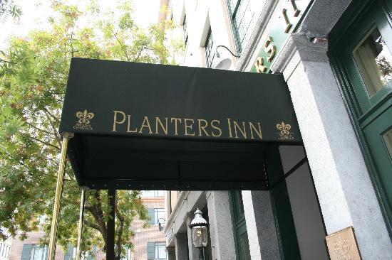 Planters Inn: entrance