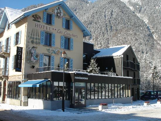 Hotel Les Lanchers Exterior In Winter