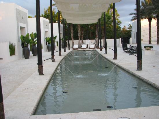 Caliza Restaurant Lap Pool