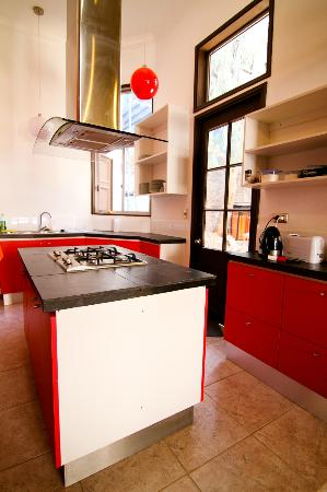 Santiago Backpackers Hostel: Huge kitchen, please us it!