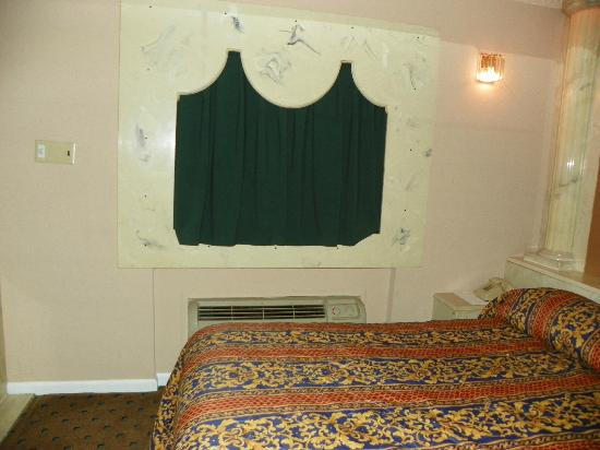 Loop Inn Motel: window over bed