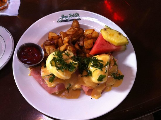 Joe Fortes Seafood & Chop House: eggs Benedict