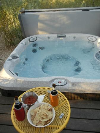 Hacienda del Desierto Bed and Breakfast: The Casita's hot tub