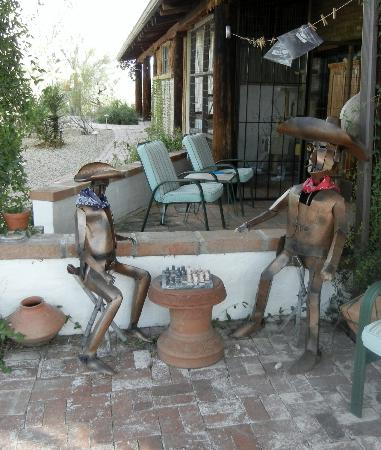 Hacienda del Desierto Bed and Breakfast: Hacienda del Desierto's resident cowboys...