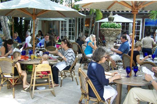 Pizza AL Fresco: The Courtyard