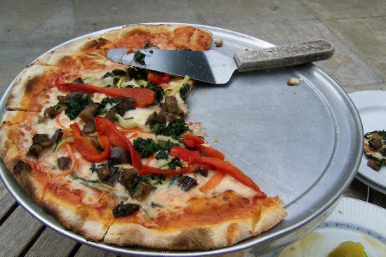 Pizza AL Fresco: Thin Non-Greasy Flaky Crust