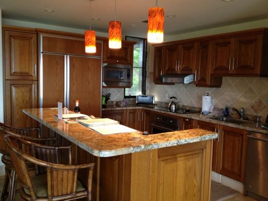 Wailea Elua Village: beautiful kitchen..unit 2306