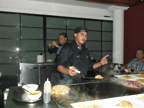 Catalonia Royal Bavaro: Our hibachi cook