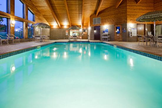 AmericInn Lodge & Suites Fergus Falls - Conference Center: Pool Recreation Area