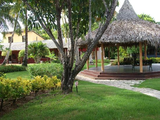 Catalonia Royal Bavaro: This is the gazebo in the center of the shopping area