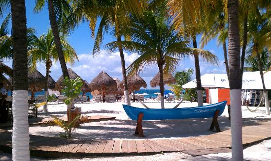 Casa Sirena Hotel: Beach close to dock