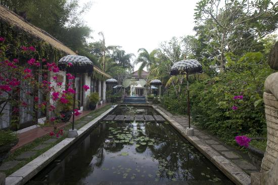 The Mansion Resort Hotel & Spa: Then mansion pond