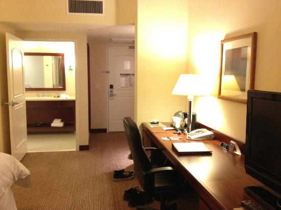 Sheraton Carlsbad Resort and Spa: desk area as well as the entrance and bathroom