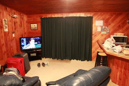 Sportsmans Lodge: Cottage, living area