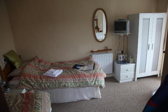 Inglenook Guest House: Twin bedded room