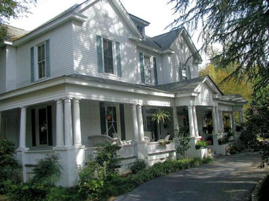 Hearthside Manor Inn: Hearthside Manor Bed & Breakfast