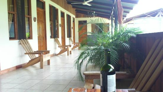 Rancho Curubande' Lodge: Porche