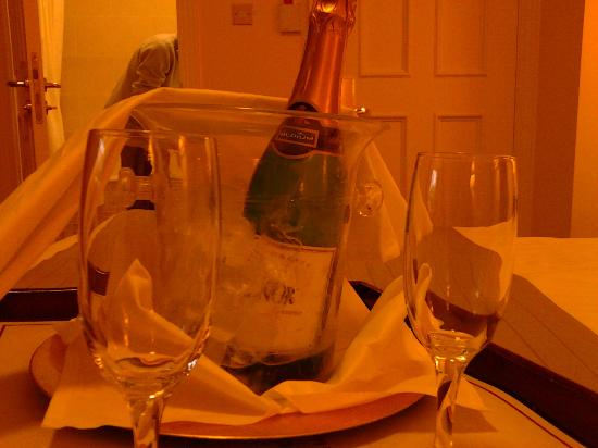 Headfort Arms Hotel: Bottle of champagne delivered to our room!