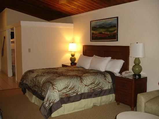 Napili Kai Beach Resort: King size bed