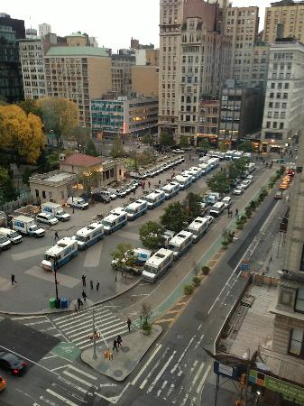 W นิวยอร์ก ยูเนี่ยน สแควร์: view from room with ConEd trucks for Sandy