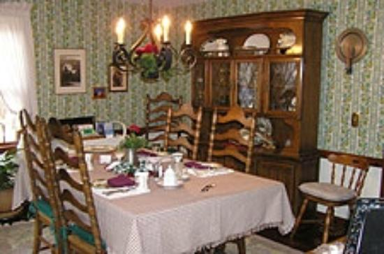 Ocean Gold Bed & Breakfast: Dining Room
