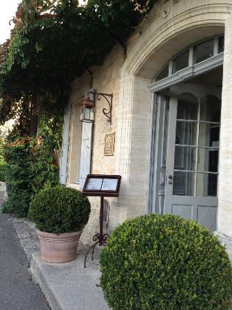Hotel Crillon le Brave: Front Entrance