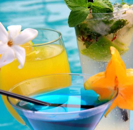 Aqua Restaurant: Sumptuous cocktails by the pool