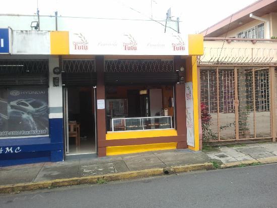 Panaderias Tutu : Store Front
