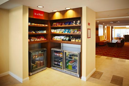 TownePlace Suites Mississauga-Airport Corporate Centre: In A Pinch Marketplace