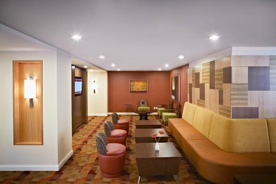 TownePlace Suites Mississauga-Airport Corporate Centre: Breakfast Lounge