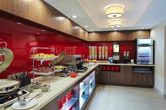 TownePlace Suites by Marriott Mississauga-Airport Corporate Centre: Breakfast Buffet