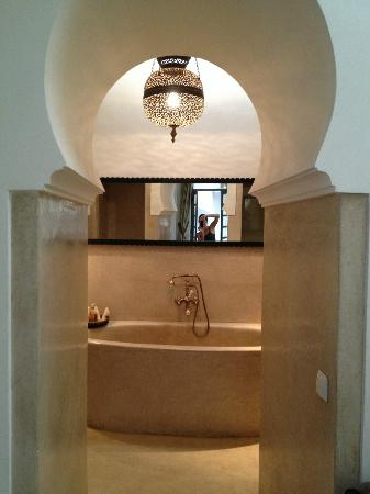 Ryad Dyor: Bathroom entrance