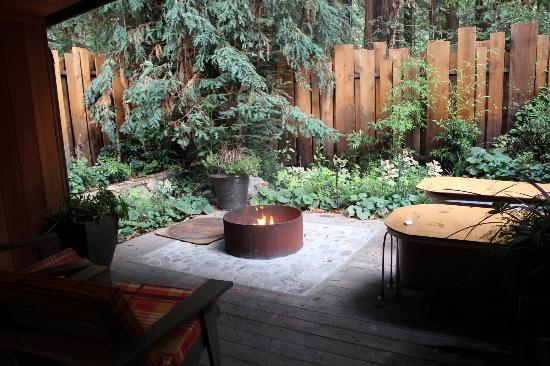 Glen Oaks Big Sur: Outdoor Fire Pit and Private Patio