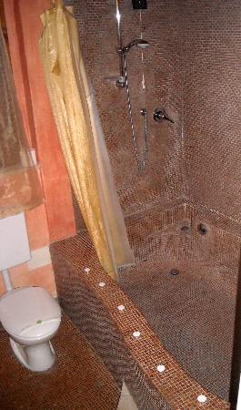 Le Terre di Isa: Vasca da bagno camera cupido