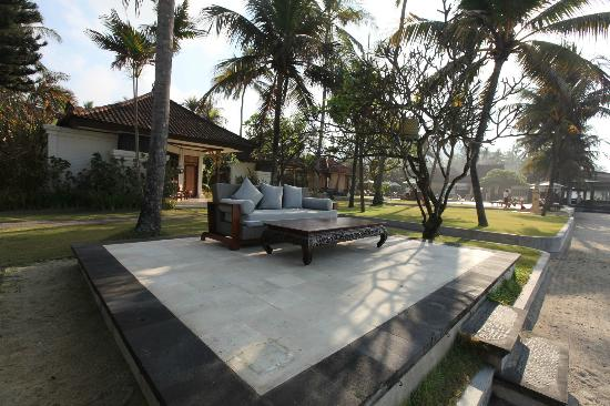 Rama Candidasa Resort & Spa : Rama Candidasa outdoor living room