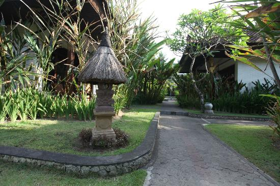 Rama Candidasa Resort & Spa: Rama Candidasa grounds