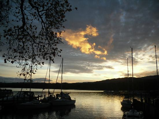 Waterhead Hotel: the view from just in front of the hoetl