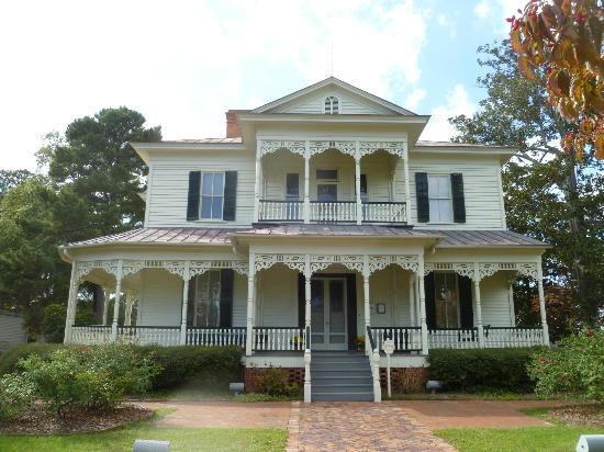 Fayetteville, Carolina del Norte: Front view of house