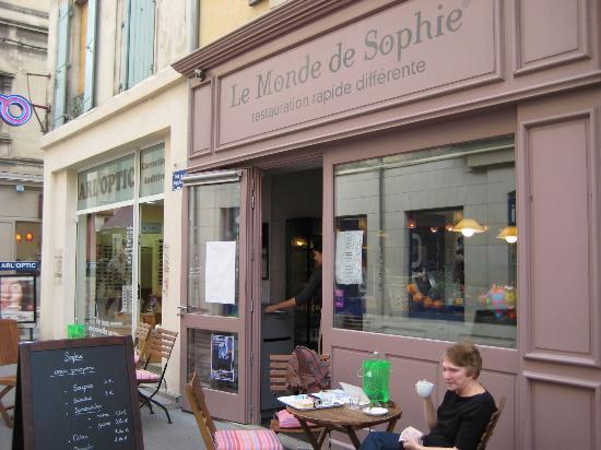 Le Monde de Sophie : eat inside or outside