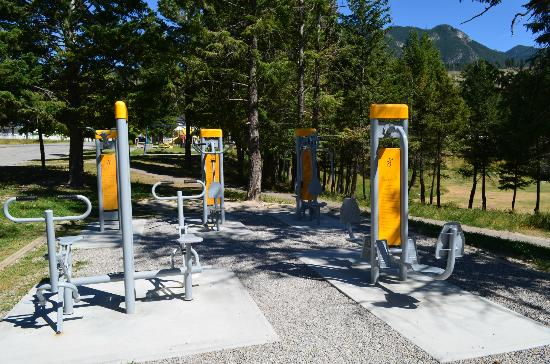 Radium Park Lodge : Adult play area across the street..workout stations
